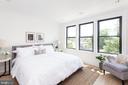 Airy bright owner's suite - 715 K ST NE #2, WASHINGTON