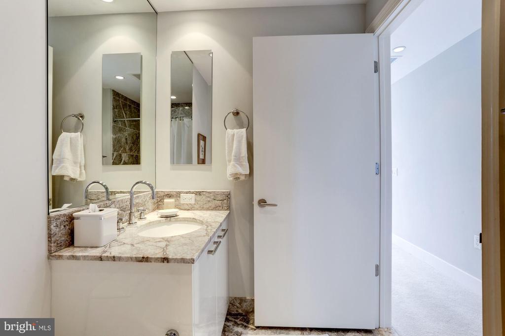 Bedroom #2 En Suite - 1881 N NASH ST #1202, ARLINGTON