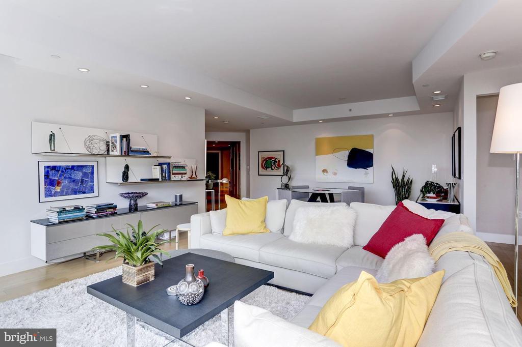 Living Area - 1881 N NASH ST #1202, ARLINGTON