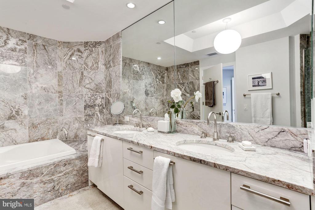 Marble Master Bath - 1881 N NASH ST #1202, ARLINGTON