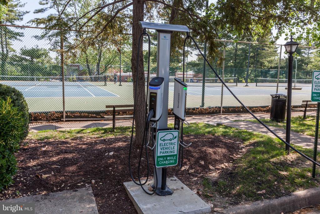 Electric car charging - 2848 S ABINGDON ST, ARLINGTON