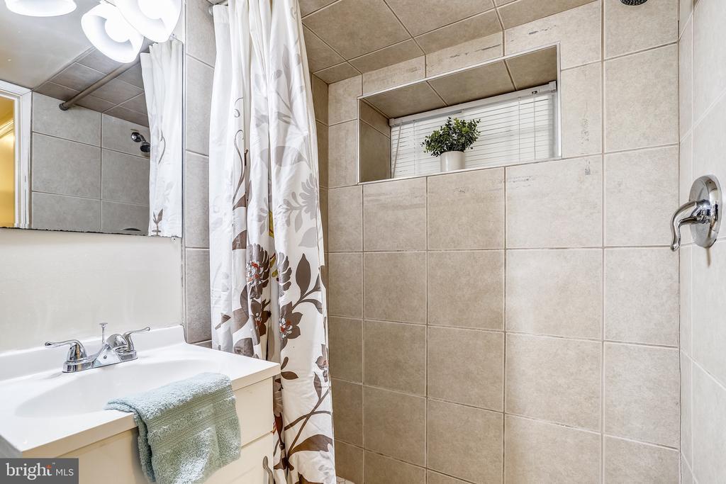 Lower Level Full Bath - 1718 M ST NE, WASHINGTON
