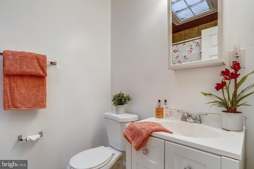 Upper Level Full Hall Bath - 1718 M ST NE, WASHINGTON