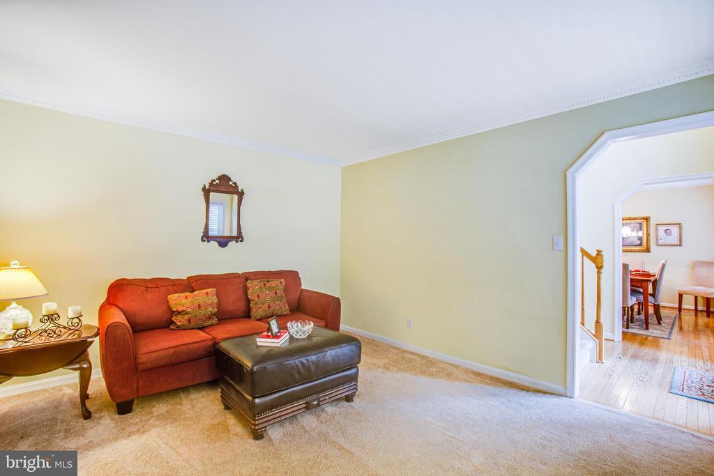 Formal Living Room leading into Entryway - 9806 RAMSAY DR, FREDERICKSBURG