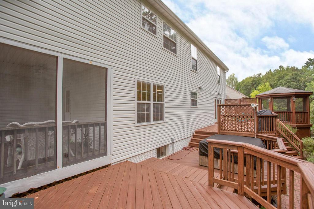 Multi Tiered Deck - 9806 RAMSAY DR, FREDERICKSBURG