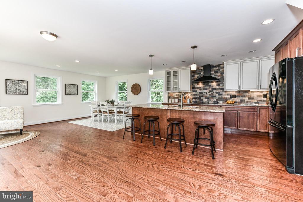 Spacious open living floor plan! - 5201 MOUNT VERNON MEMORIAL HWY, ALEXANDRIA