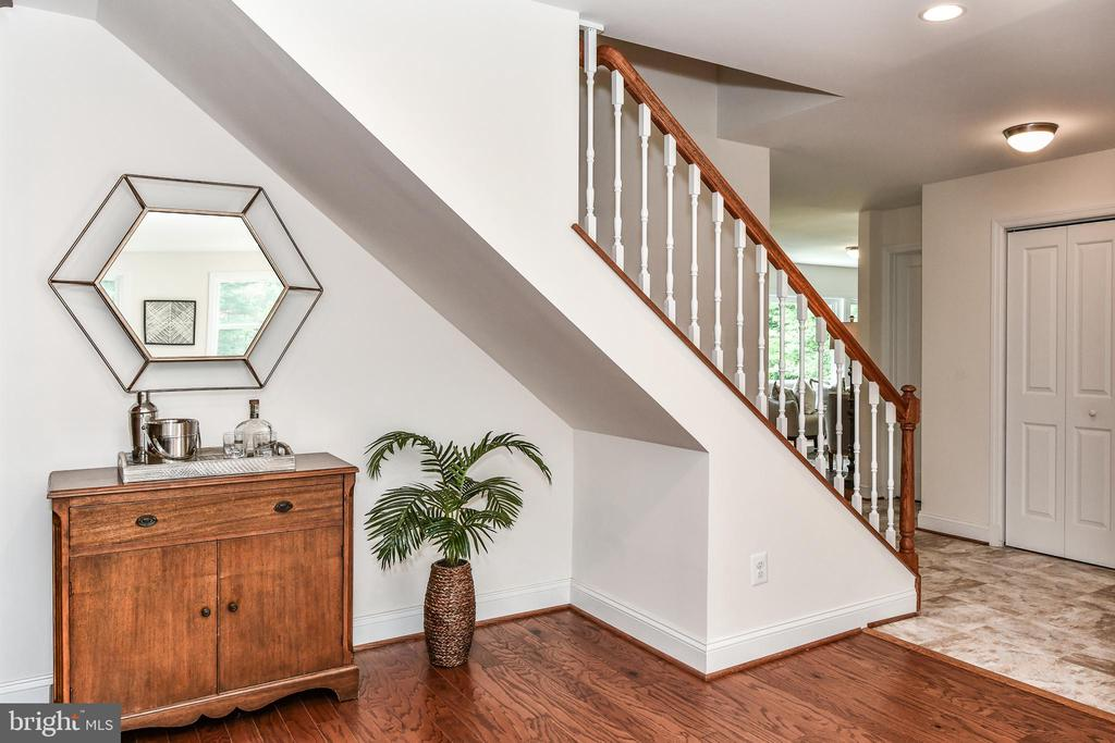 Creative nooks add charm to this space ... - 5201 MOUNT VERNON MEMORIAL HWY, ALEXANDRIA