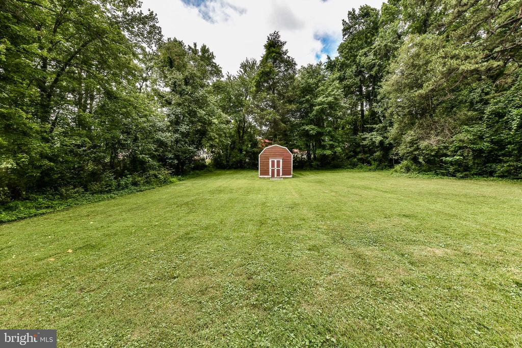 HUGE fully fenced backyard with shed! - 5201 MOUNT VERNON MEMORIAL HWY, ALEXANDRIA