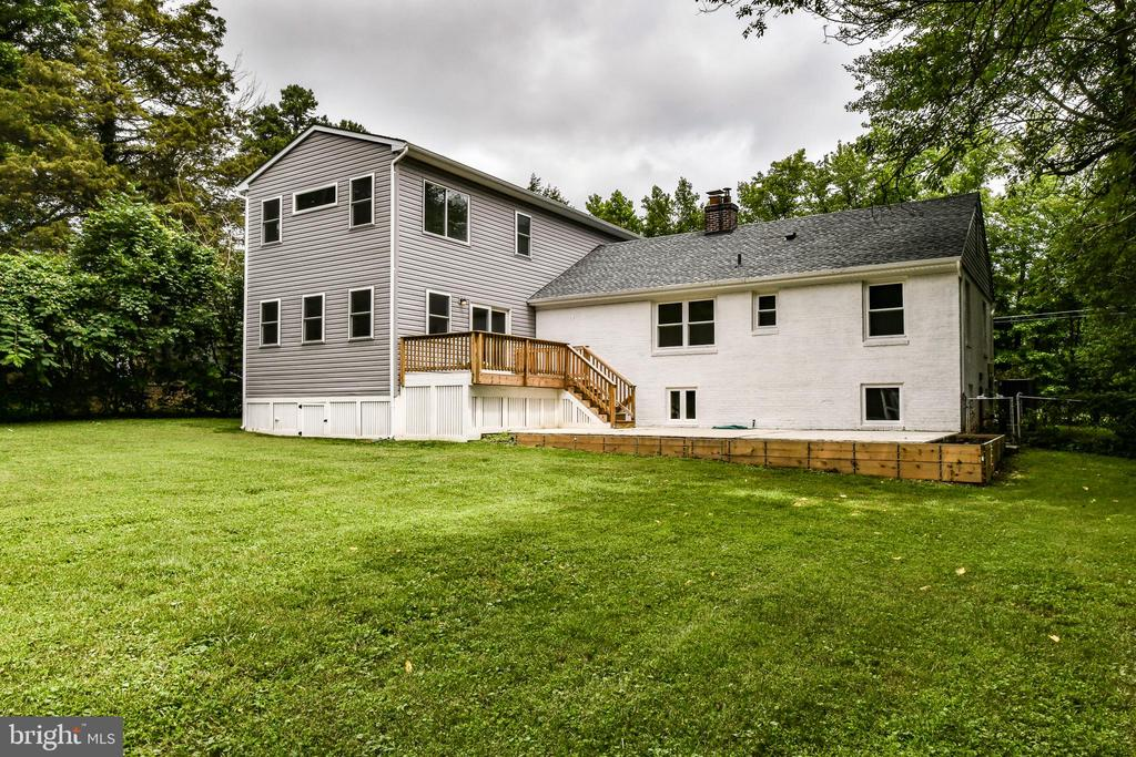 Fully fenced backyard perfect for playing & pets! - 5201 MOUNT VERNON MEMORIAL HWY, ALEXANDRIA