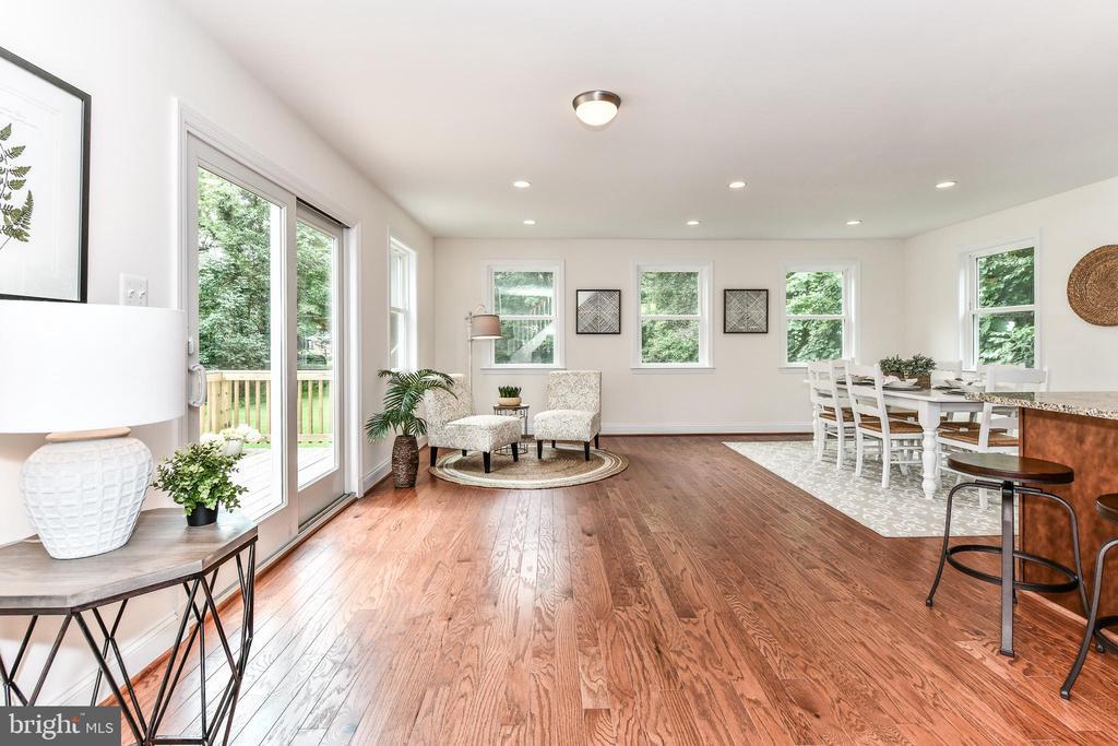 WOW - bright, spacious open-living great room! - 5201 MOUNT VERNON MEMORIAL HWY, ALEXANDRIA