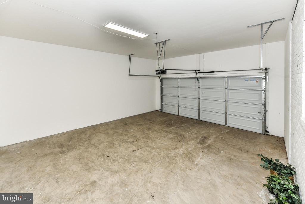 Extra large 2 car garage will even fit your truck! - 5201 MOUNT VERNON MEMORIAL HWY, ALEXANDRIA