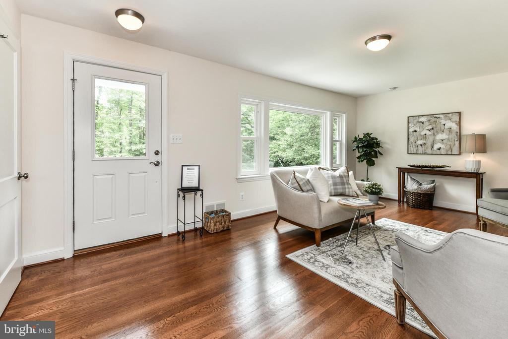 Bright formal living room! - 5201 MOUNT VERNON MEMORIAL HWY, ALEXANDRIA