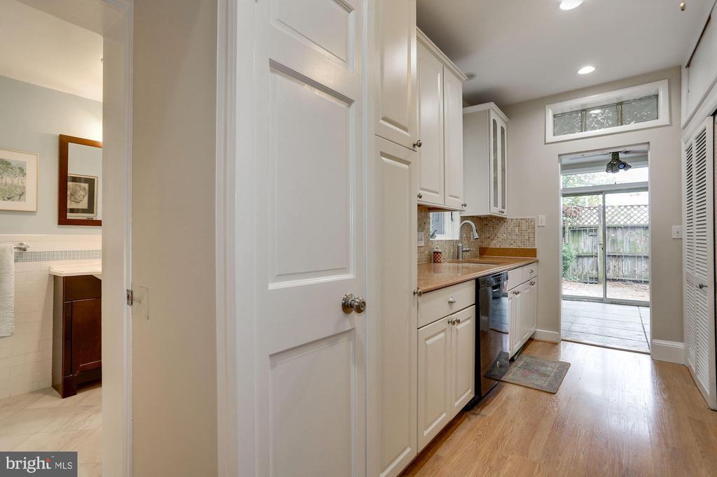 View of Kitchen facing Den - 1011 I ST SE, WASHINGTON