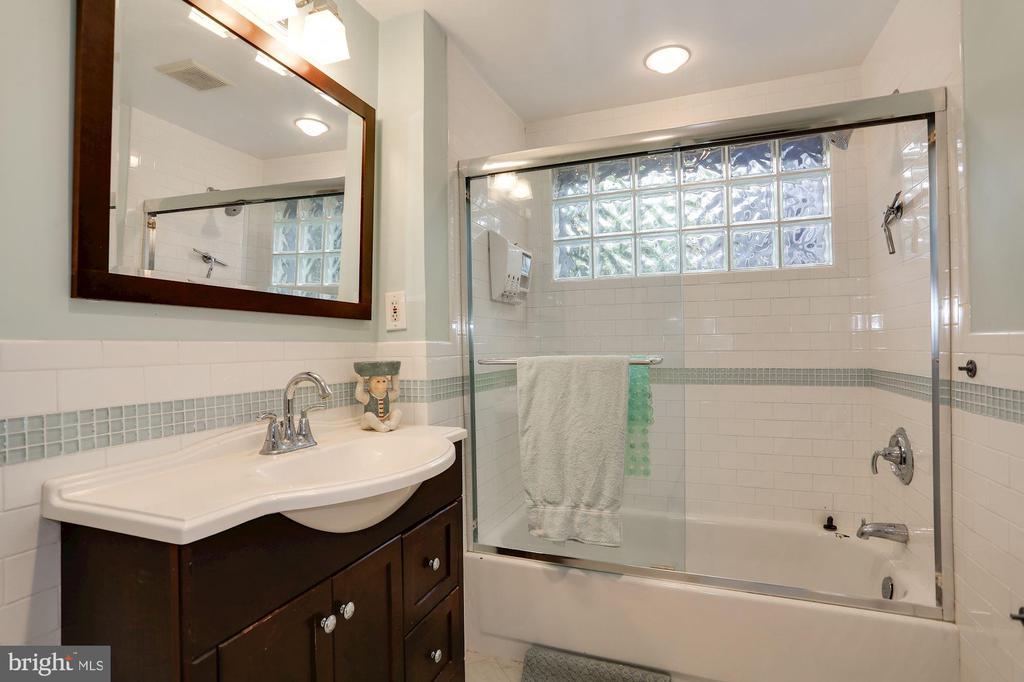 Bathroom Unit 1 - 1011 I ST SE, WASHINGTON