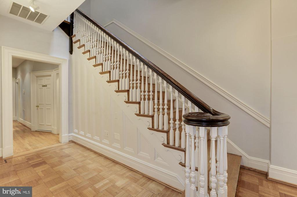 Main level staircase - 1834 CONNECTICUT AVE NW, WASHINGTON