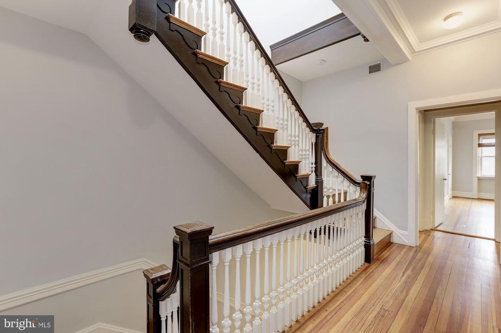 2nd Level Staircase - 1834 CONNECTICUT AVE NW, WASHINGTON