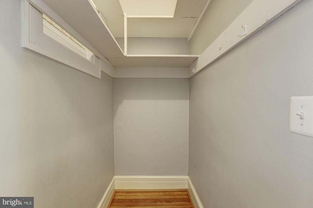 3rd level hallway walk-in closet - 1834 CONNECTICUT AVE NW, WASHINGTON