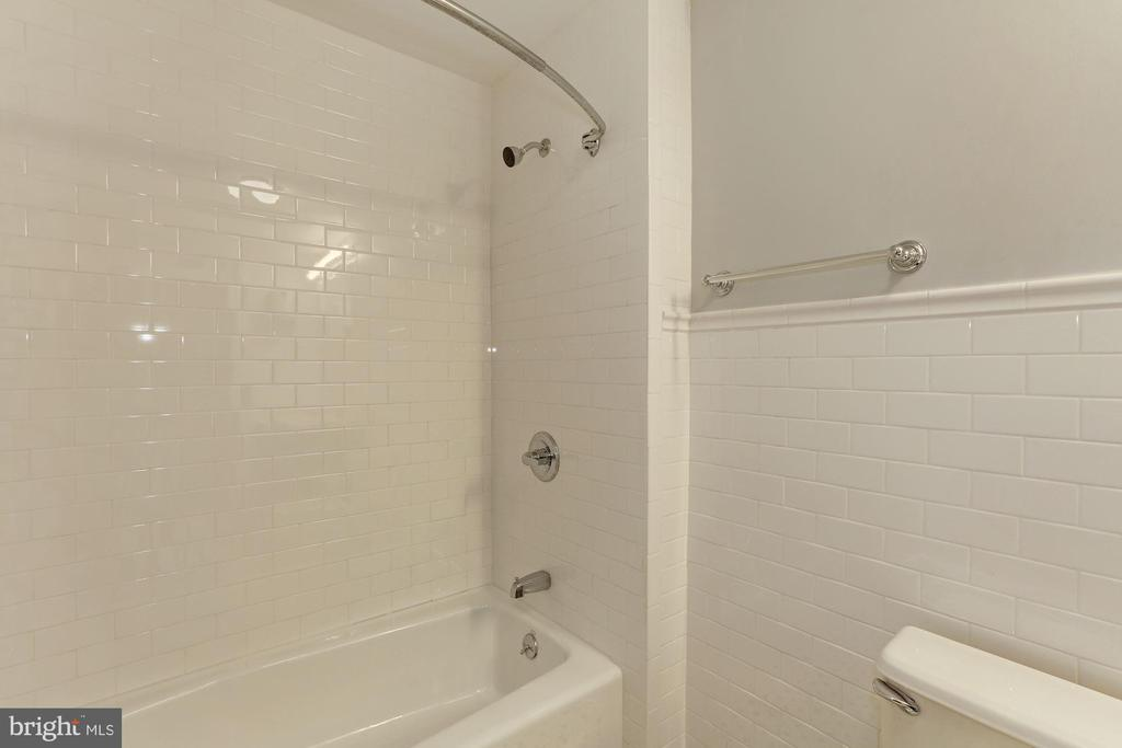 Ground floor full bath - 1834 CONNECTICUT AVE NW, WASHINGTON