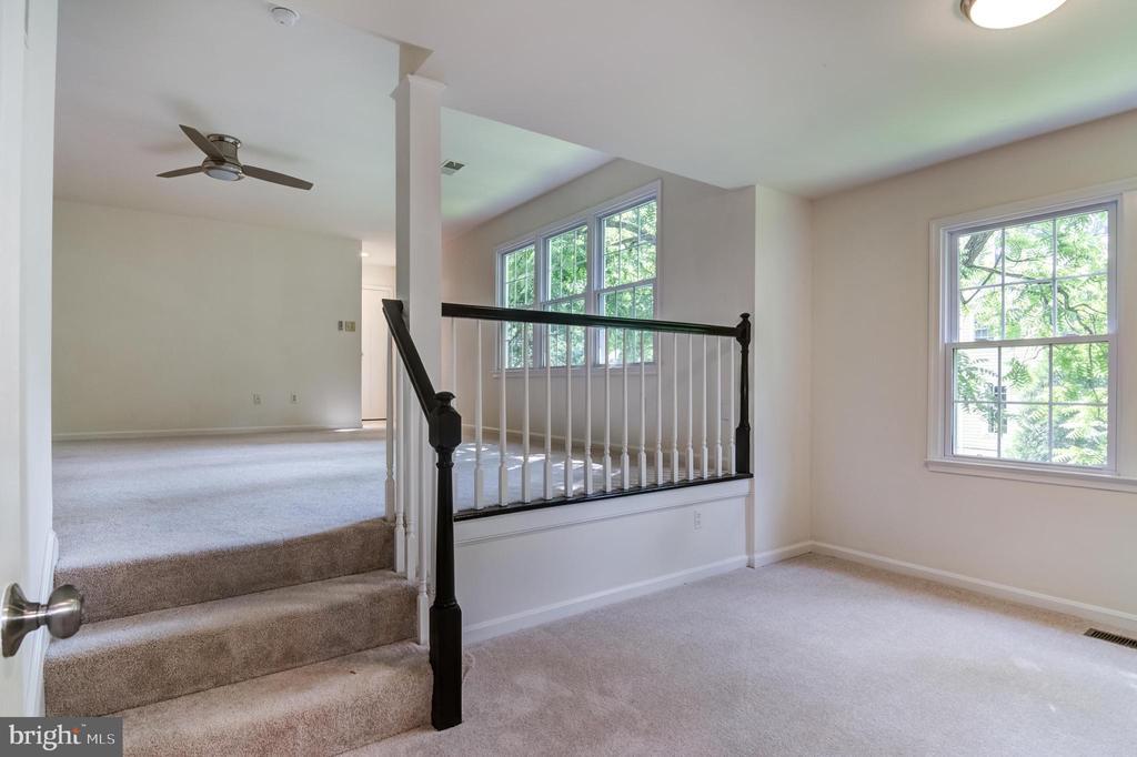 Master bedroom / seating area - 3402 LYRAC ST, OAKTON