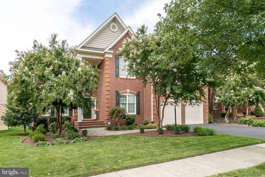 WELCOME HOME - 25327 JUSTICE DR, CHANTILLY