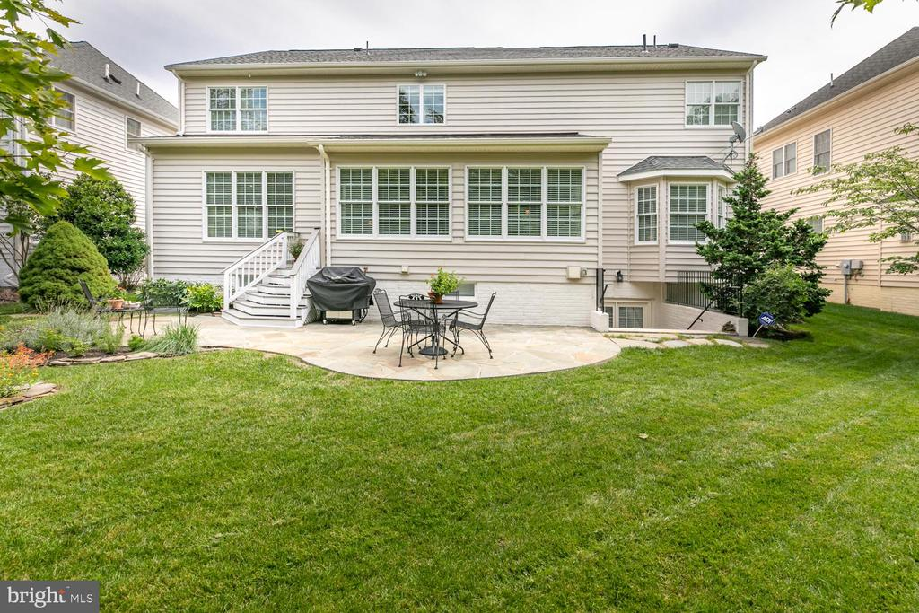 Great space to entertain family and friends. - 25327 JUSTICE DR, CHANTILLY