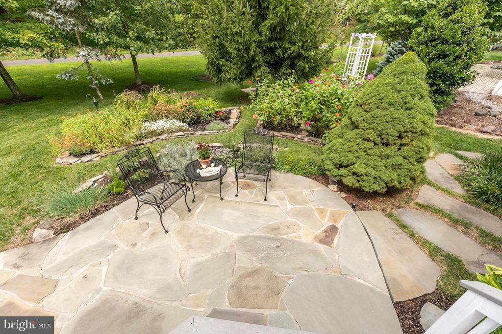 enjoy the quaint setting in the back yard - 25327 JUSTICE DR, CHANTILLY