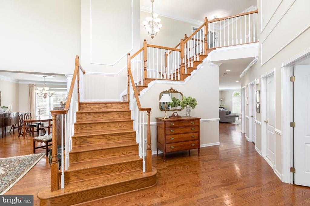 grand foyer entrance - 25327 JUSTICE DR, CHANTILLY