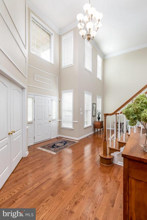 View of entrance/hardwoods throughout main level - 25327 JUSTICE DR, CHANTILLY