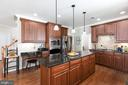 stainless appliances/neutral backsplash - 25327 JUSTICE DR, CHANTILLY