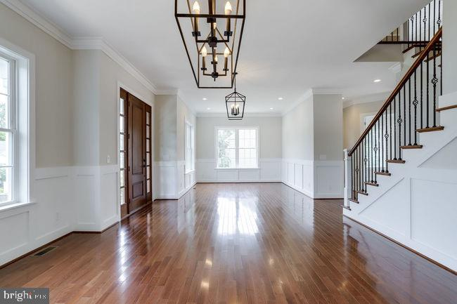Spacious and over-sized rooms throughout. - 2054 ARCH DR, FALLS CHURCH