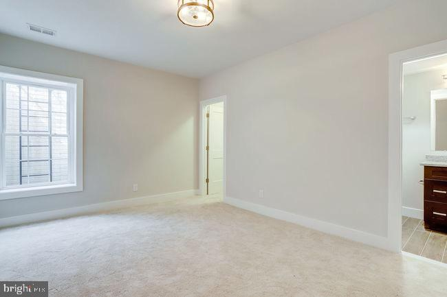 Level level bedroom with full bath. - 2054 ARCH DR, FALLS CHURCH