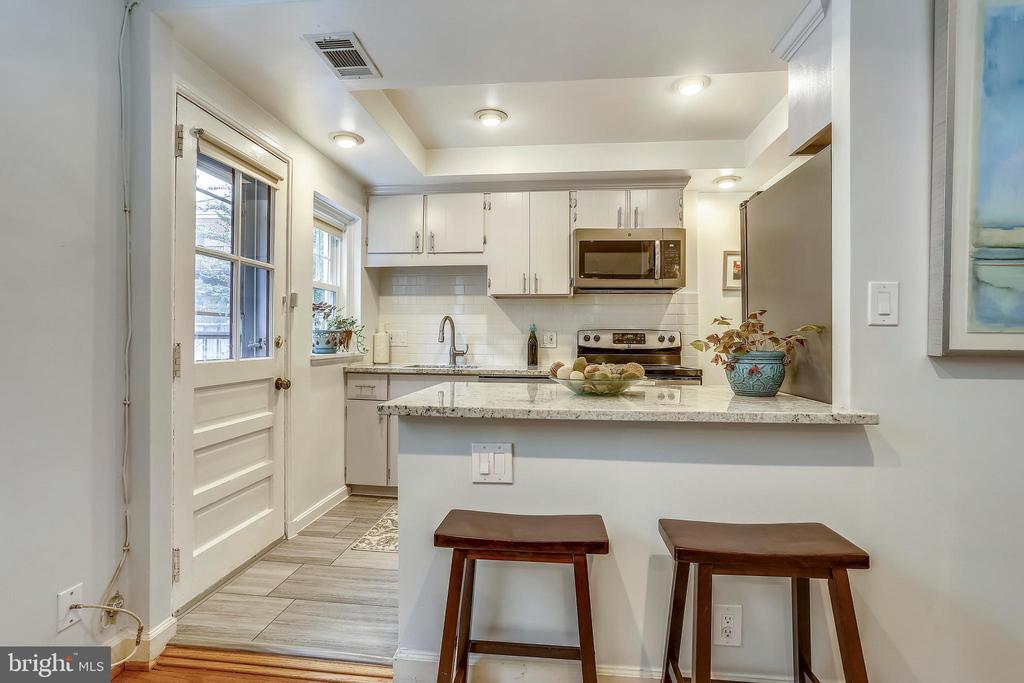 Stunning open kitchen! - 2848 S ABINGDON ST, ARLINGTON