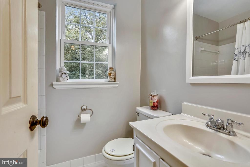 Updated upper bedroom - 2848 S ABINGDON ST, ARLINGTON