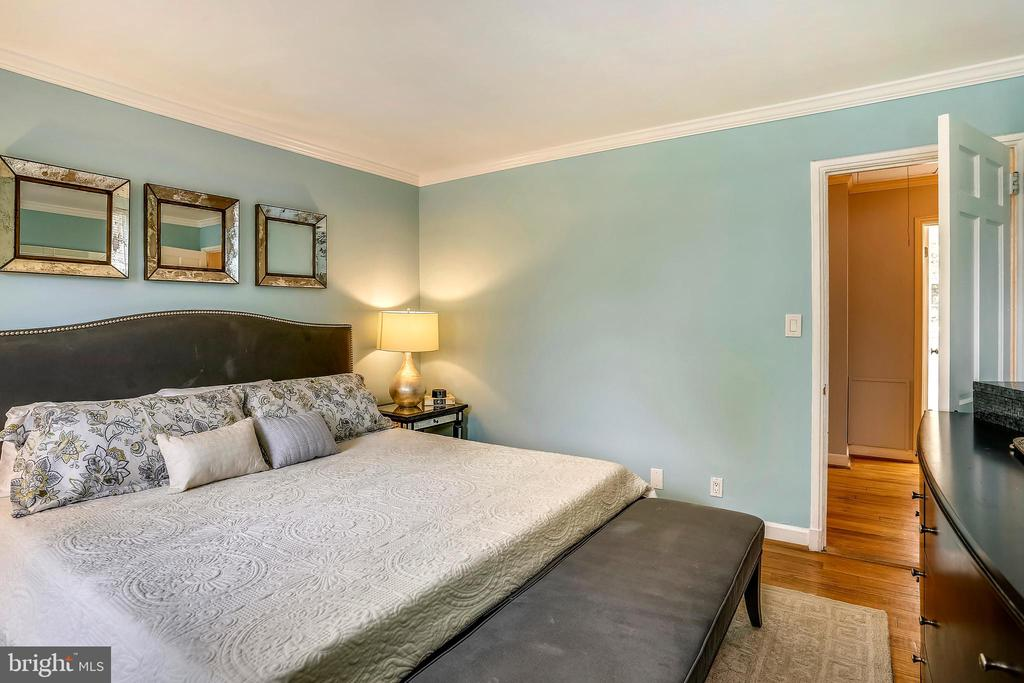 With a nice sized closet - 2848 S ABINGDON ST, ARLINGTON