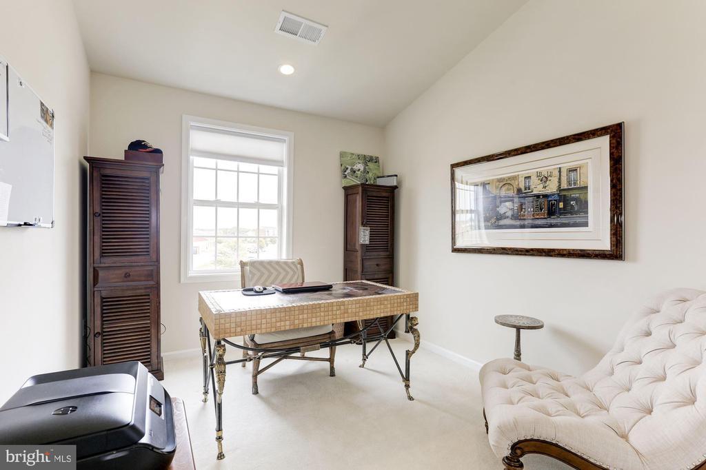 Office / second bedroom - 23403 CARTERS MEADOW TERRACE #23403, ASHBURN