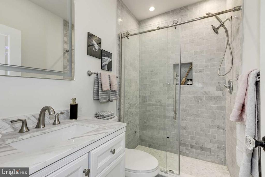 Master Bathroom - 427 5TH ST SE, WASHINGTON