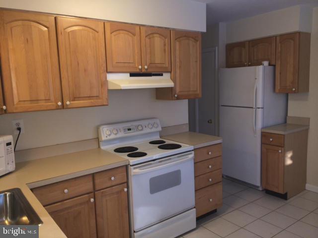 Kitchen - 2414 CHESTNUT ST, FALLS CHURCH