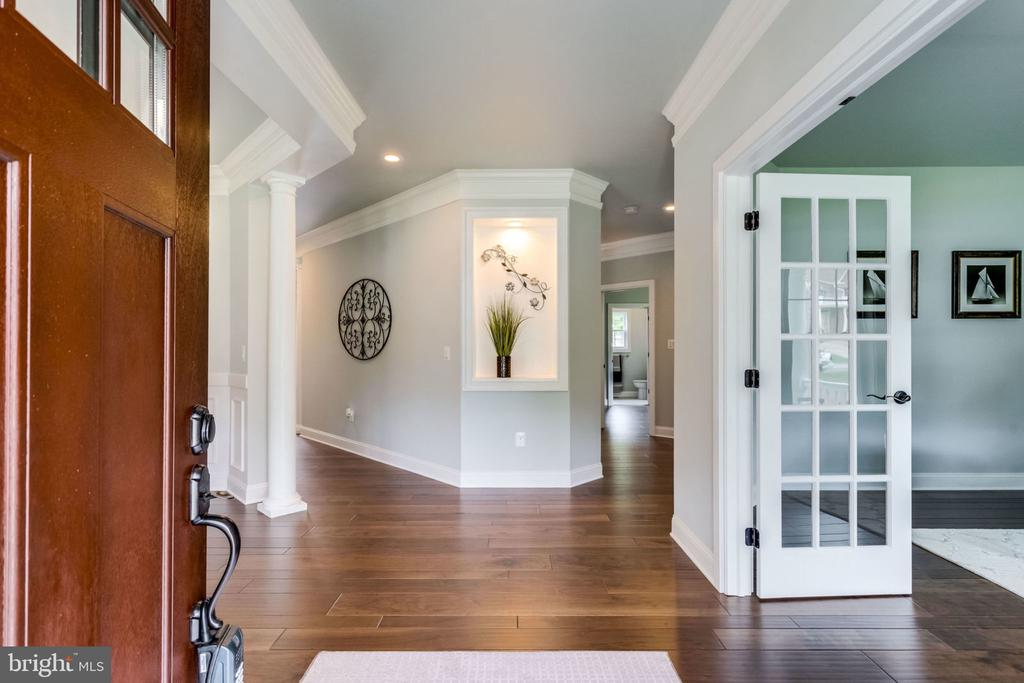 Step-in inside view - 7101 VELLEX LN, ANNANDALE