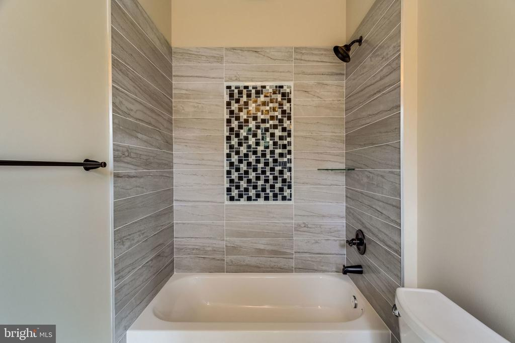 Upper shared bathroom - 1 - 7101 VELLEX LN, ANNANDALE