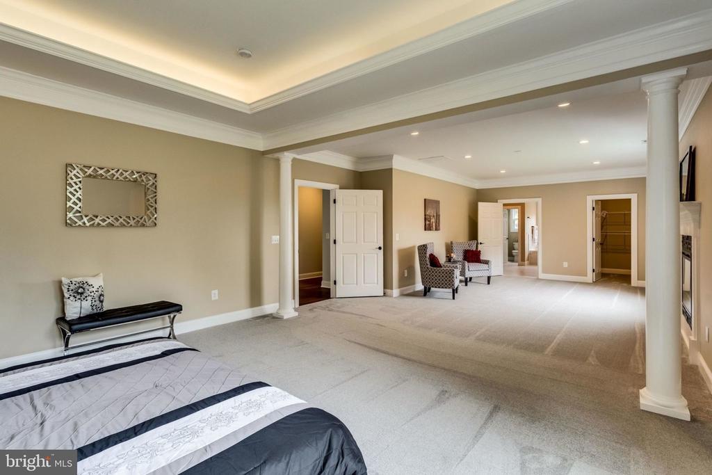 Master bedroom - 7101 VELLEX LN, ANNANDALE