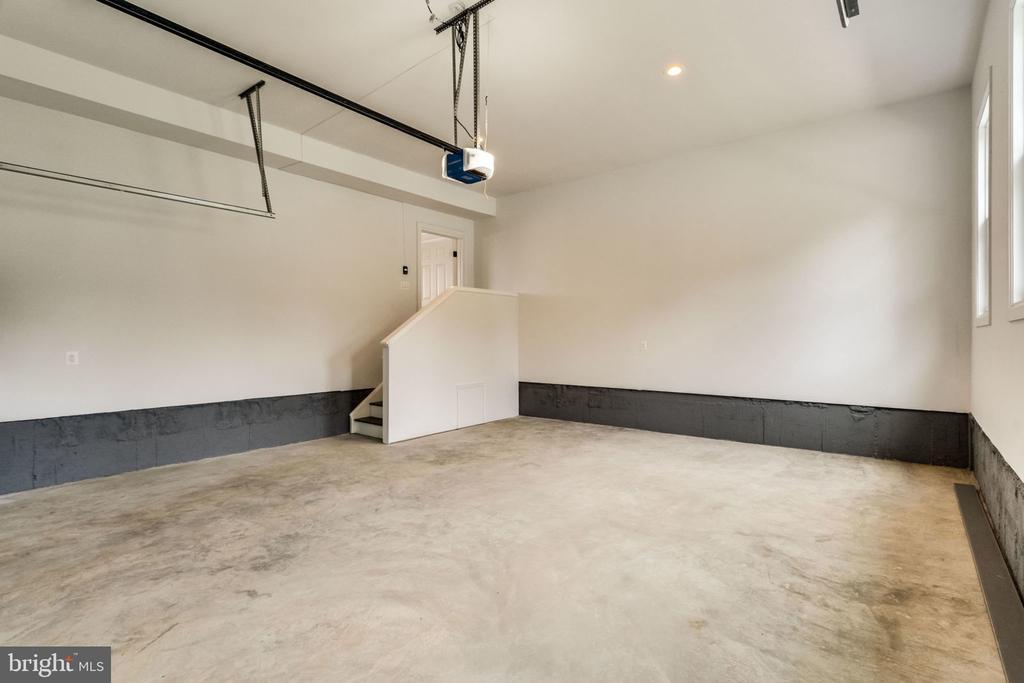 Garage (2-door) - 7101 VELLEX LN, ANNANDALE