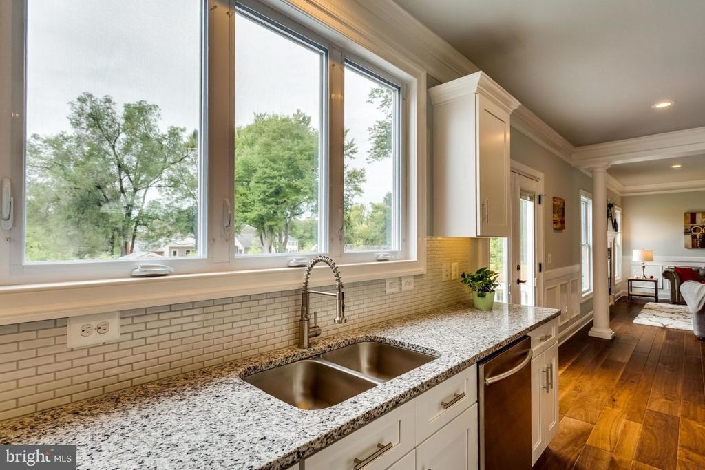 Kitchen sink - 7101 VELLEX LN, ANNANDALE