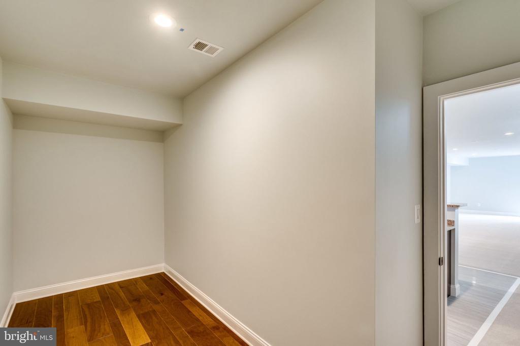 Wine cooler room - 7101 VELLEX LN, ANNANDALE