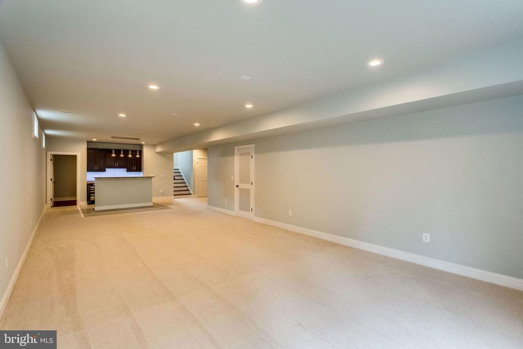 Basement rec room - 7101 VELLEX LN, ANNANDALE