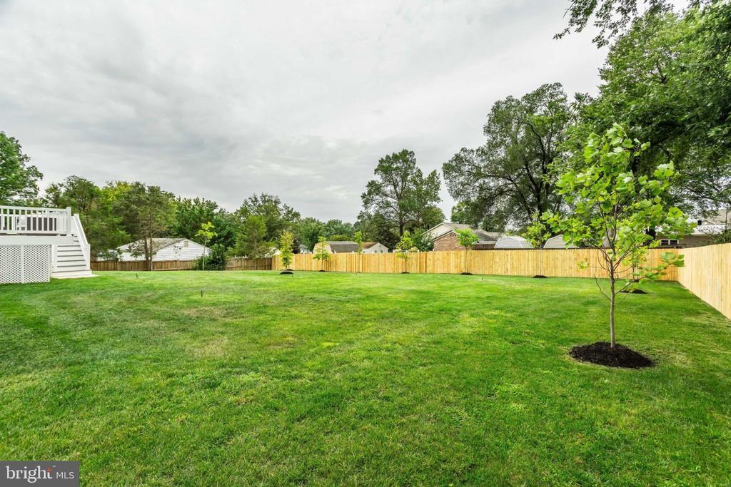 Backyard lawn - 7101 VELLEX LN, ANNANDALE