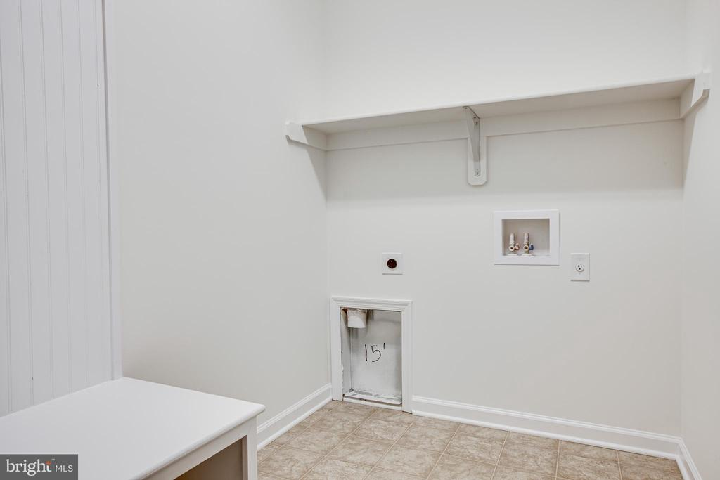 Laundry room with built-in cubby! - 170 LITTLE WHIM, FREDERICKSBURG