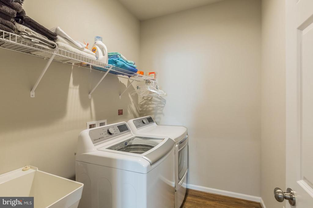 Laundry Room w/ utility sink - 17985 WOODS VIEW DR, DUMFRIES