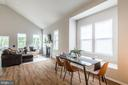 Open concept, volume ceilings, gorgeous floors - 17985 WOODS VIEW DR, DUMFRIES