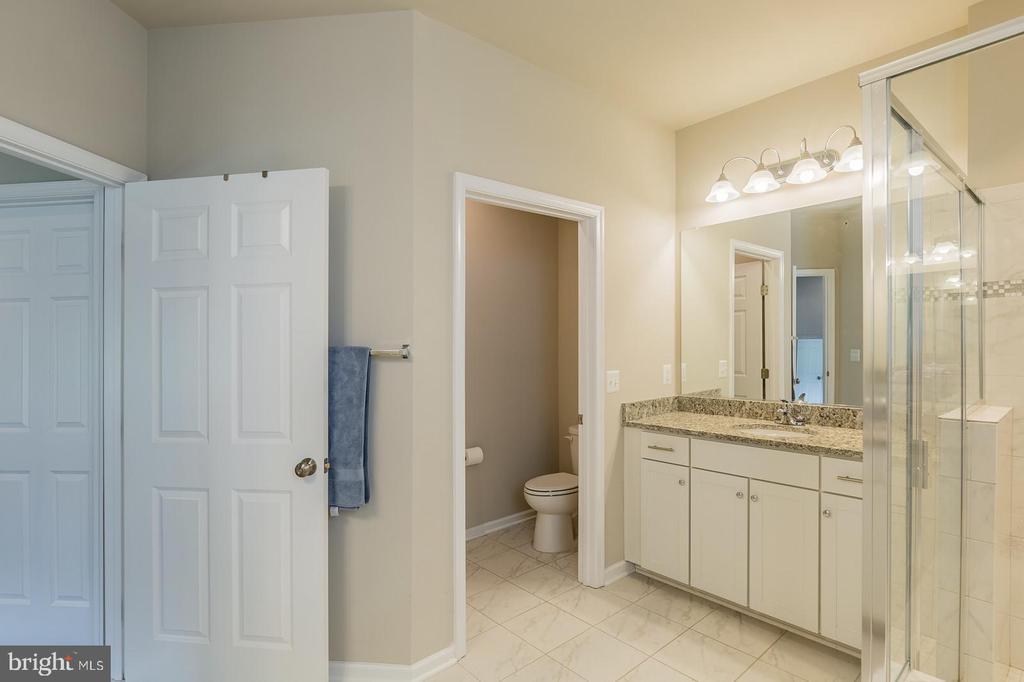 Dual Vanities, two walk-in closets - 17985 WOODS VIEW DR, DUMFRIES