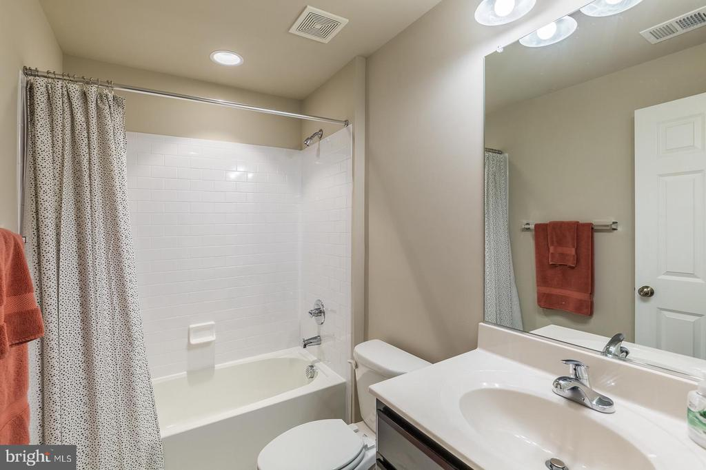 Lower level full bath - 17985 WOODS VIEW DR, DUMFRIES